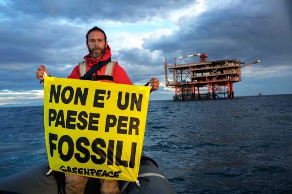 2226464-RAINBOW-WARRIOR-Greenpeace