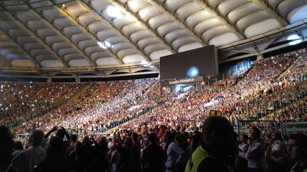 Carlo-Verdone-concerto-Stadio-Olimpico-Roma-Andonello-Venditti-2015-foto-3