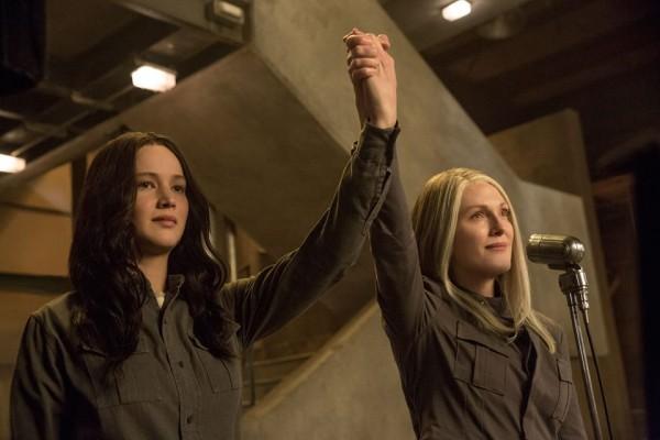 Hunger-Games-Il-Canto-della-Rivolta-Part-1-Jennifer-Lawrence-Julianne-Moore