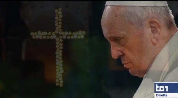 Papa-Francesco-Via-crucis-Dal-Colosseo-2015