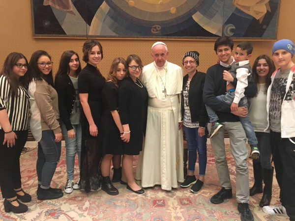 Papa-Francesco-e-I-ragazzi-del-Bambino-Gesu-2017