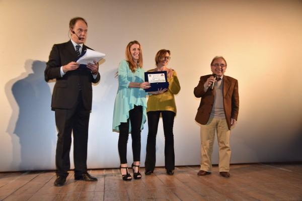 Premiazione-CortoDino-nella-foto-Laura-Schettino-Chiara Minopoli-Ernesto Mahieux-2015
