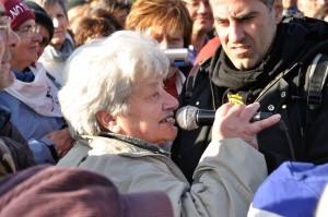 QUI-di-Daniele-Gaglianone-Marisa-si-è-ammanettatta_alla_rete_divisoria_foto_di_LucaPerino_DSC_1508
