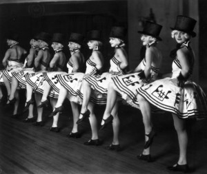 Vintage Photos of Cabaret Dancers from 1900–1930 (10)