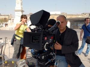 allacciate-le-cinture-il-regista-ferzan-ozpetek-sul-set-durante-le-riprese-300146