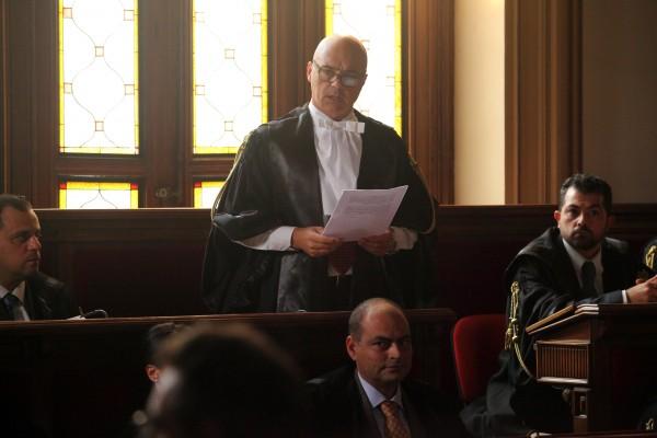 luca-zingaretti-il-giudice-meschino-2014