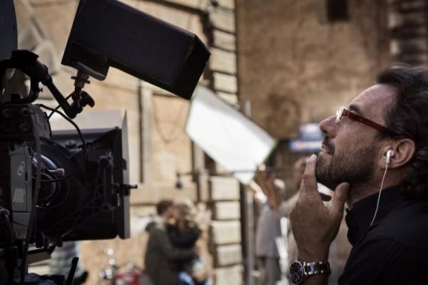 il-regista-riccardo-donna-sul-set-del-film-questo-piccolo-grande-amore-103380